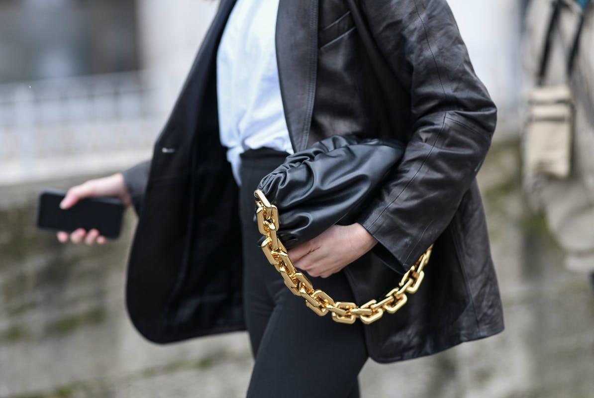 Bolso con cadena