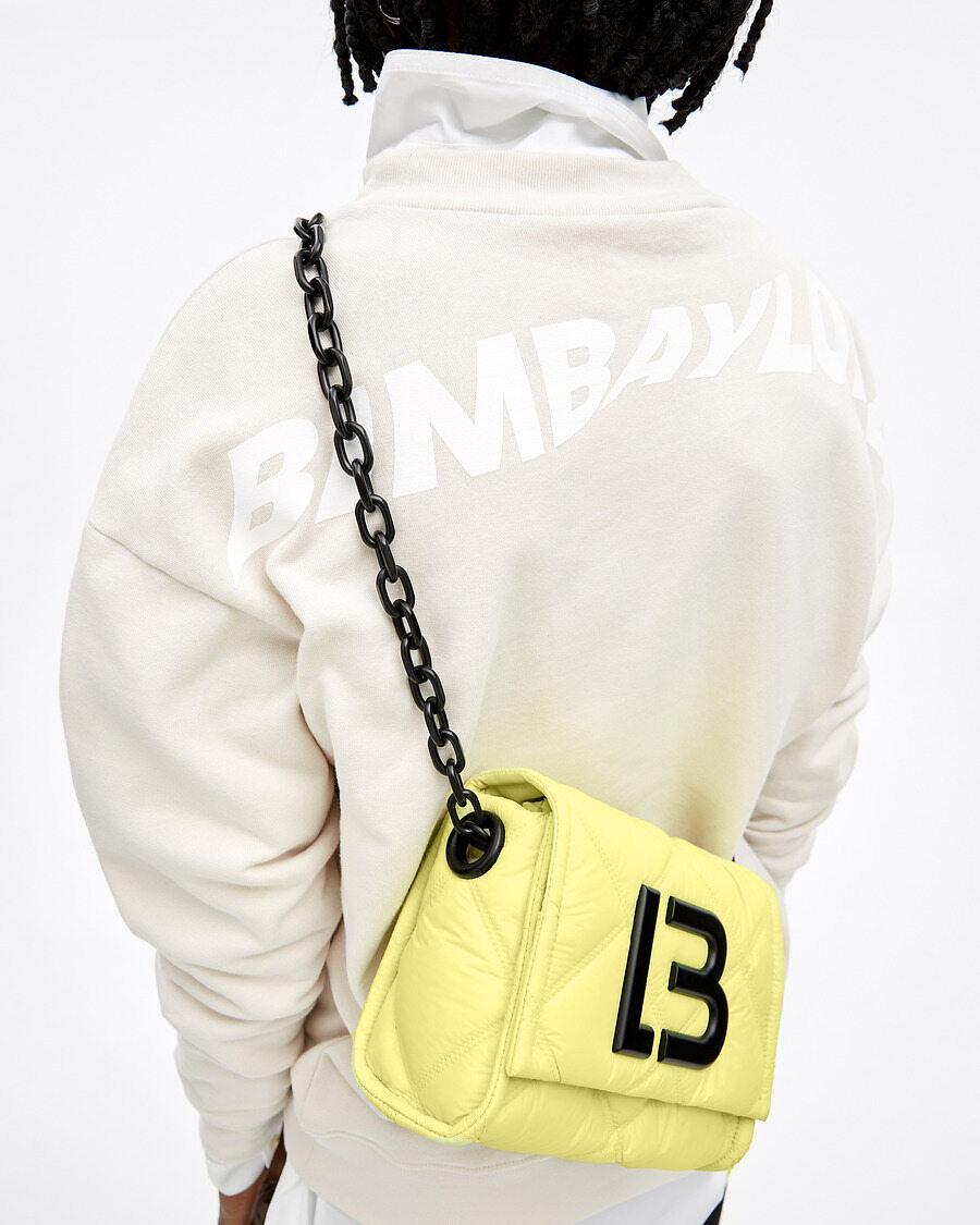 Bolso con cadenas amarillo